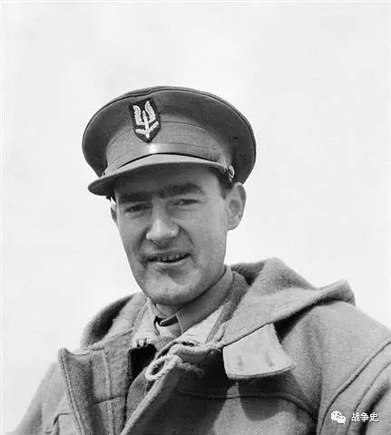 徒手掐死41个德军,创建特别空勤团,德国悬赏10万要他的命