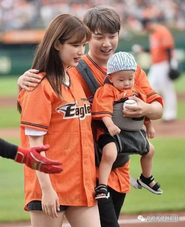 崔珉焕带娃开球,惹出争议后道歉,怎么跟李辉才差距这么大?