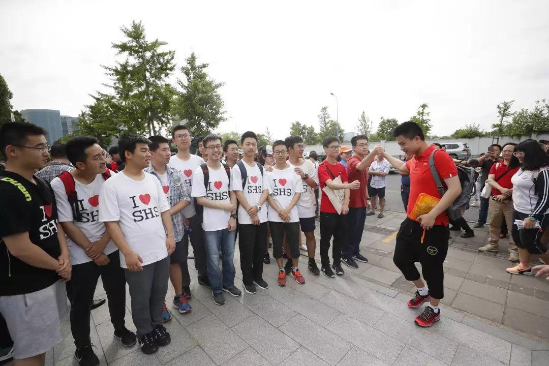 """祝你高""""粽""""!上海考生端午走进考场,他们说:要用智慧和勇气完成这场独特的成人礼!"""