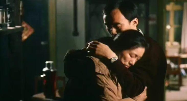 相比于张元的《妈妈》,巩俐的《漂亮妈妈》更主旋律